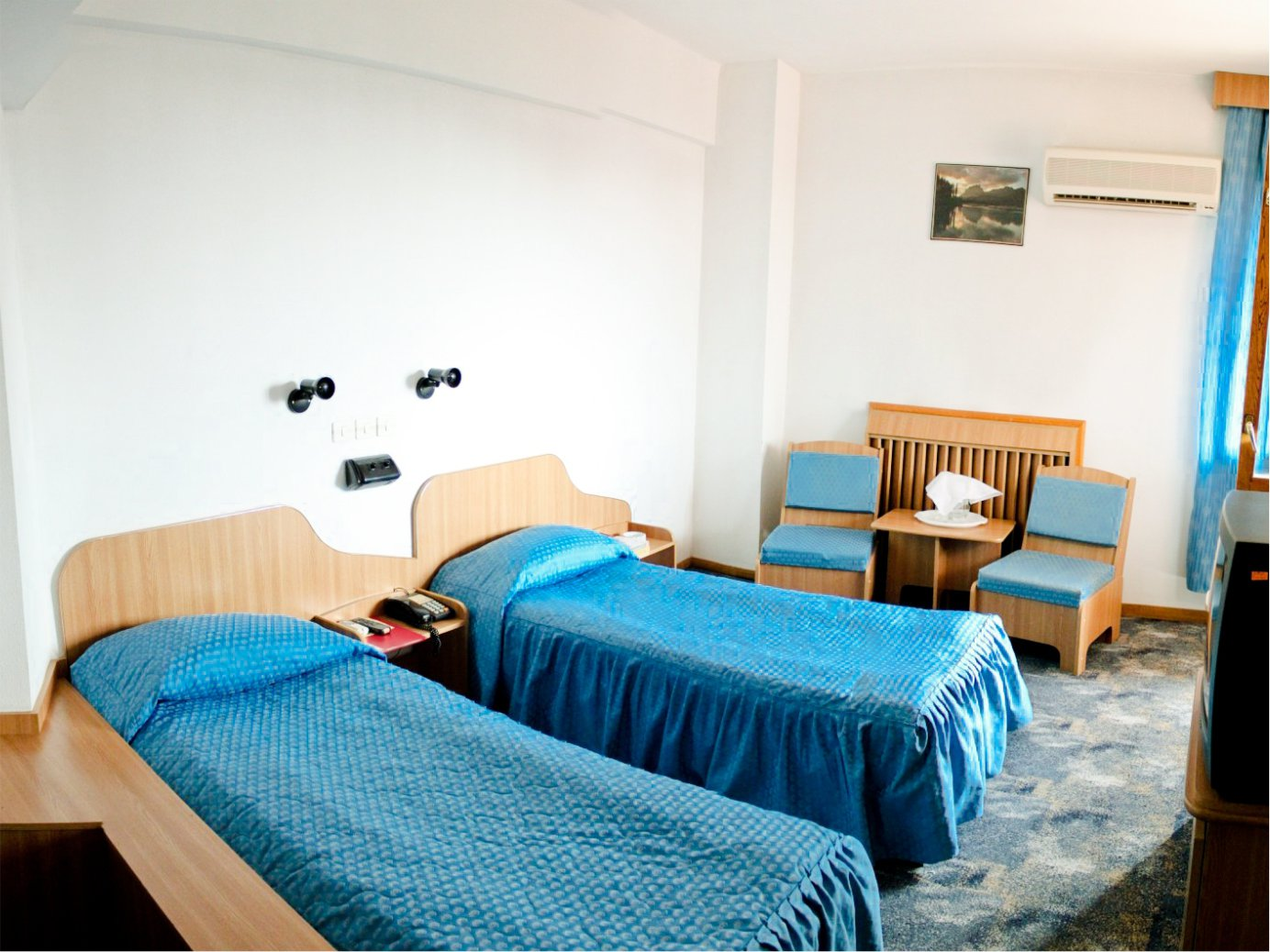 Double Room With Twin Bed Hotel Dambovita Visit Targoviste